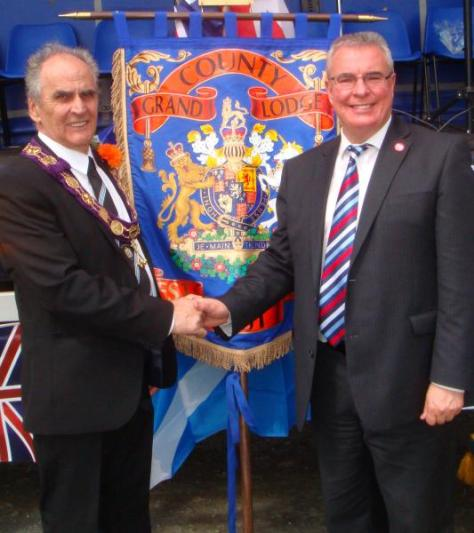 To reiterate: it isn't an issue of New Labour shaking hands with Orangement: it's about them pretending to distance themselves from the Orange Order, THEN shaking hands with an Orangeman.